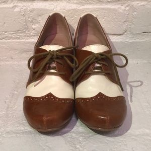Chelsea Crew brown & white shoes